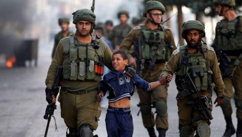 أرقام مرعبة تكشف المأساة.. الاحتلال يعتقل 450 فلسطينيا في شهر