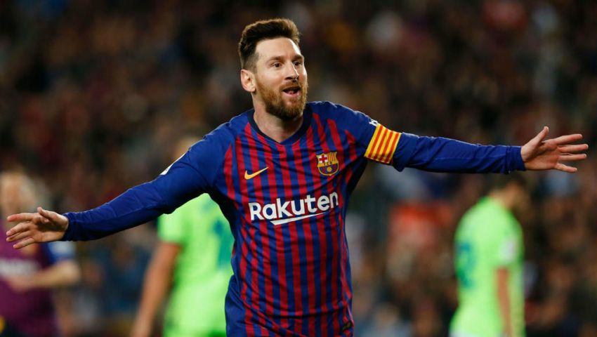 ميسي يفاجئ جماهير برشلونة قبل مواجهة بروسيا دورتموند بدوري الأبطال
