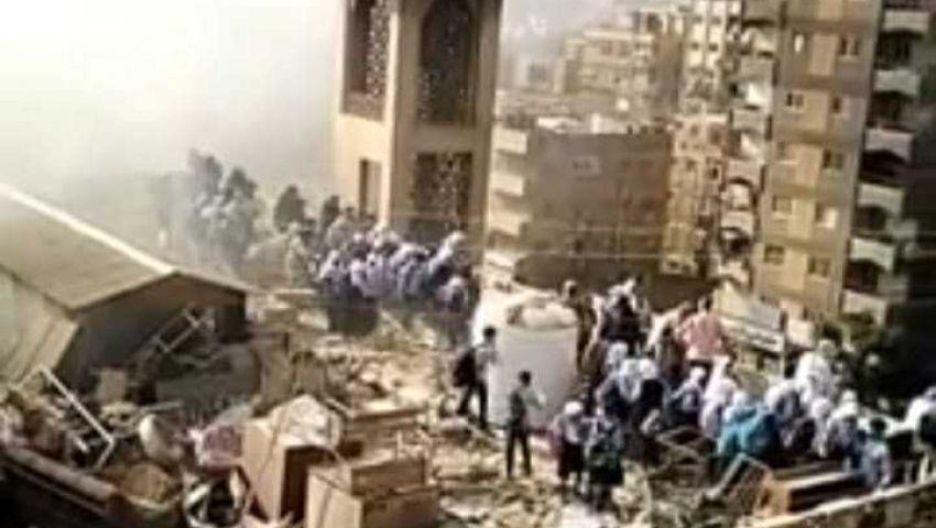 فيديو  الطلاب هربوا للسطح.. حريق هائل داخل معهد أزهري بالمعادي