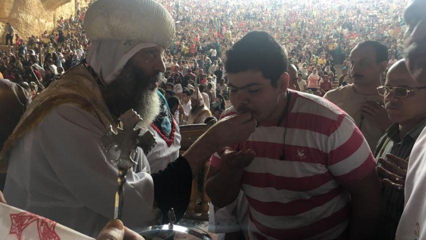 فيديو| مظاهر احتفال المسيحيين بأحد السعف بدير اﻷنبا سمعان