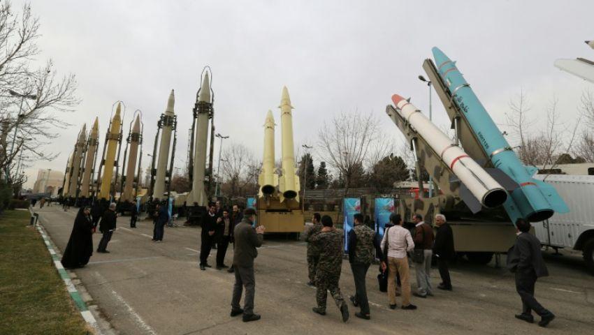يتجاوز مداه 1350 كم.. إيران تجري تجربة ناجحة على صاروخ عابر