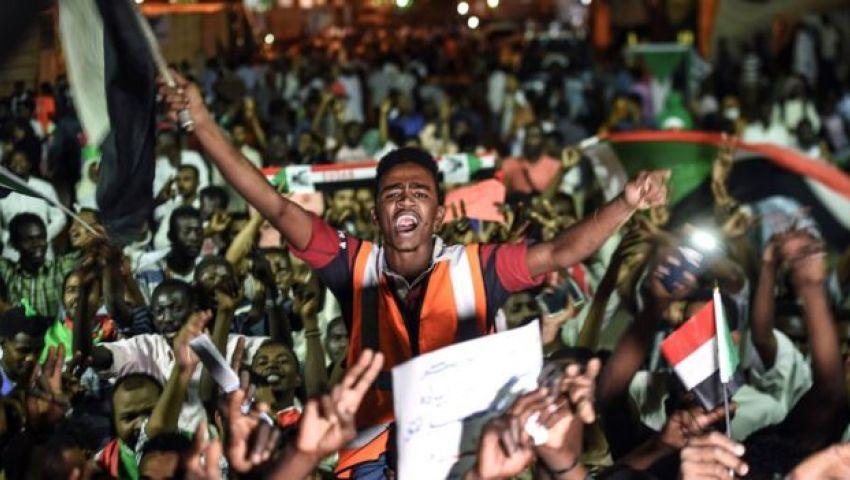 بعد لقاء مبعوثها بقوى المعارضة.. لماذا تتدخل أمريكا الآن في السودان؟