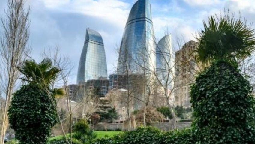 الفرنسية: خلف الأبراج الشاهقة في أذربيجان يقبع الفقر والقمع