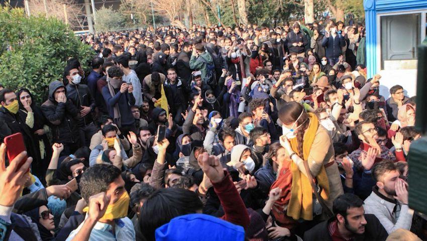 احتجاحات إيران.. الملالي يواجهون الغضب بسردية «جواسيس أعداء الثورة»