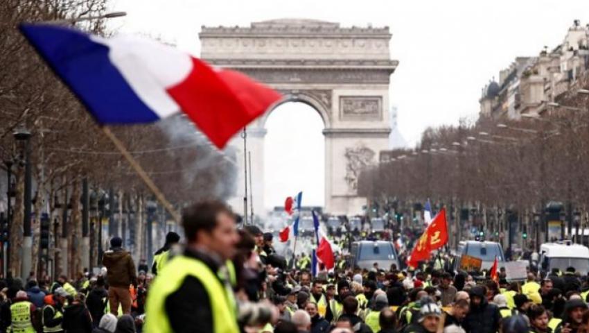 في باريس.. مظاهرات «السترات الصفراء» ترفع شعار لا تراجع ولا استسلام