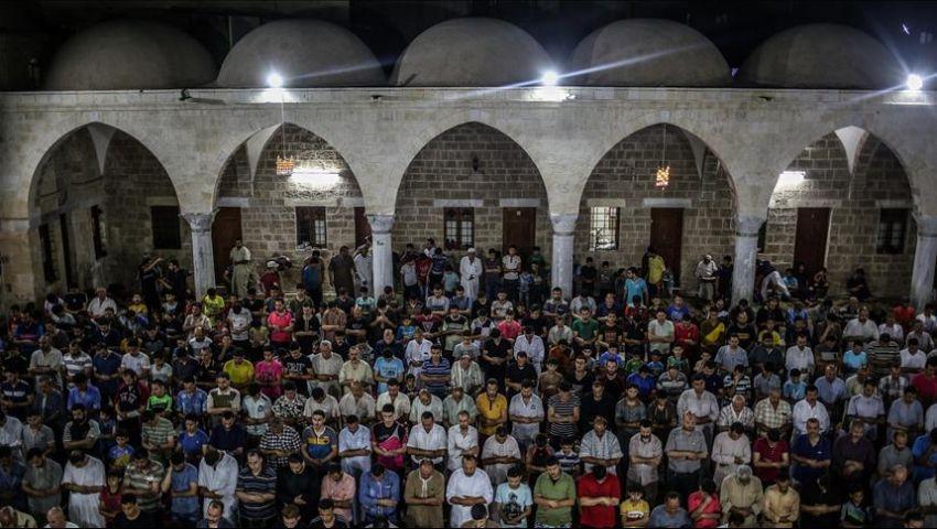 «رفع المعاناة» و«تحرير القدس» دعاء معتكفي ليلة القدر في غزة