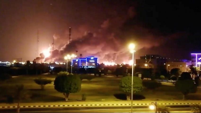 طائرات مسيرة للحوثي تقصف السعودية.. ماذا حدث في أرامكو؟