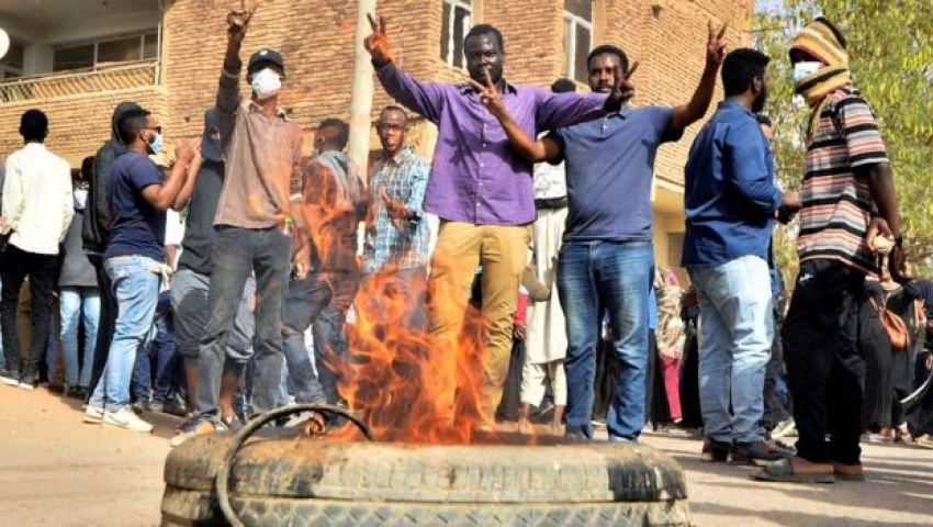 فيديو.. مقتل متظاهر بعد اعتقاله يفجر غضبًا جديدًا في السودان