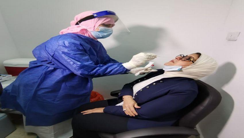 بالصور  وزيرة الصحة أول الحاصلين على الجرعة الثانية من لقاح كورونا