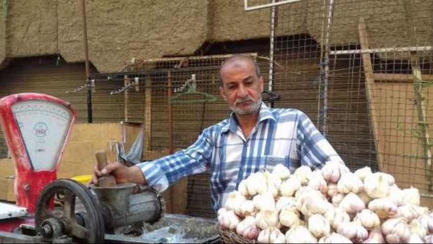 50 جنيهًا للكيلو.. ما سر ارتفاع أسعار الثوم بالأسواق المصرية؟