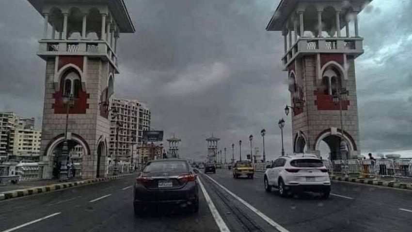 صور| مشاهد الغرق تعود للإسكندرية وتحذيرات للمواطنين بعدم الخروج