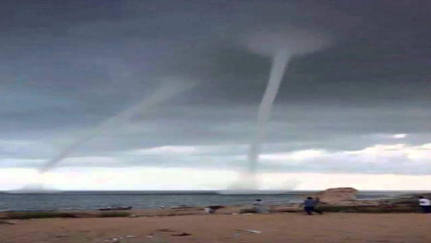 فيديو| مشاهد مفزعة على سواحل الإسكندرية والعلمين.. والأرصاد: ليست إعصارًا