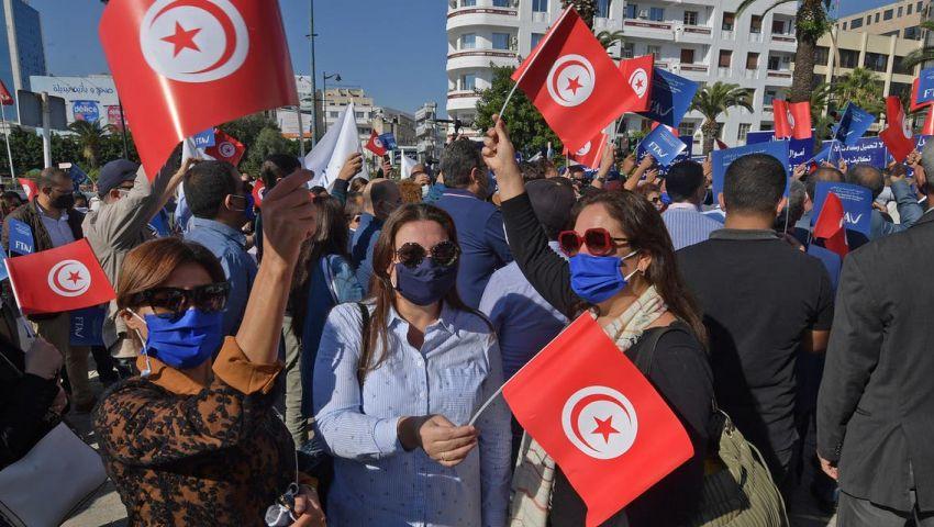 «مهد الثورات» العربية في مأزق.. تونس تغرق في الأزمات