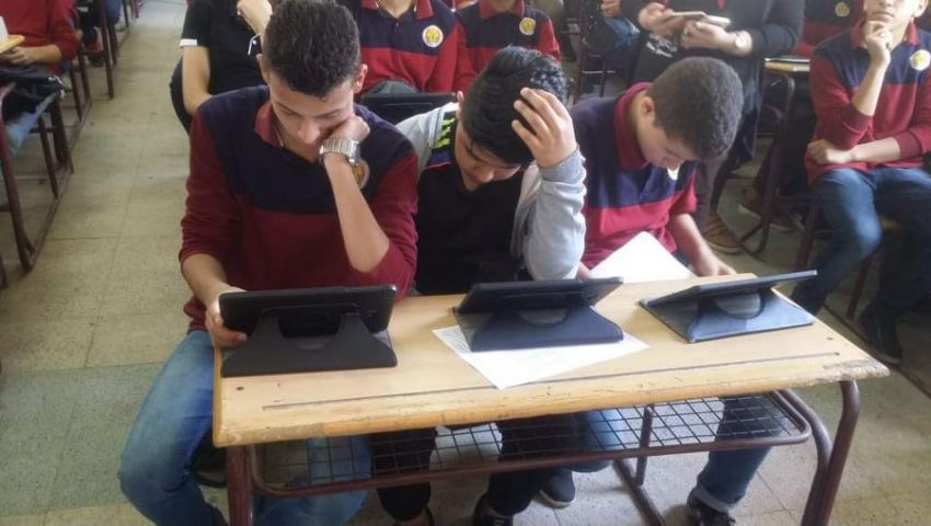 صور| لخبطة داخل امتحانات أولى ثانوي الإلكترونية.. المشكلة في الأكواد والورقي حل أخير