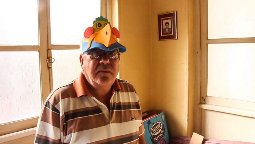 بالفيديو  «عم جورج» صانع قبعات البهجة