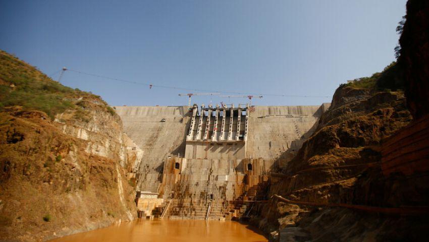 بلومبرج عن لقاء السيسي وآبي أحمد في روسيا: هل تنفرج أزمة السد؟