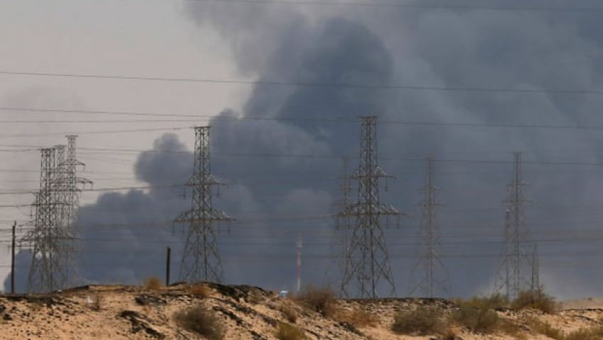 بلومبرج: هجمات الحوثيين على النفط تهدد خطة اكتتاب أرامكو