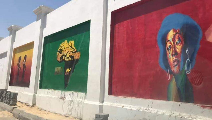 رسومات سور استاد الإسكندرية تثير غضب المواطنين.. ومسؤول بالثقافة: «مؤذية بصريًا»
