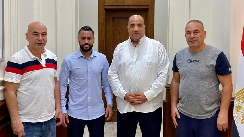 صور وفيديو.. الاتحاد السكندري يعلن التعاقد مع حسام عاشور لمدة موسمين