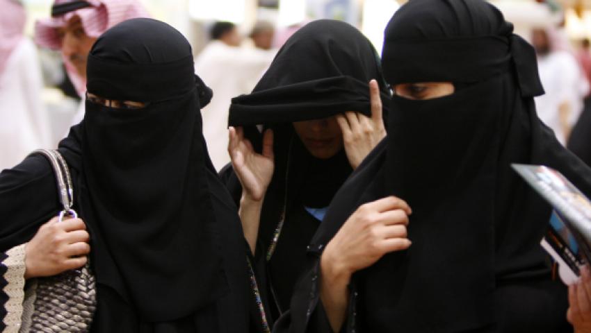 هروب واغتصاب وتحول جنسي.. أزمات تؤرق السعوديين في الفضائيات