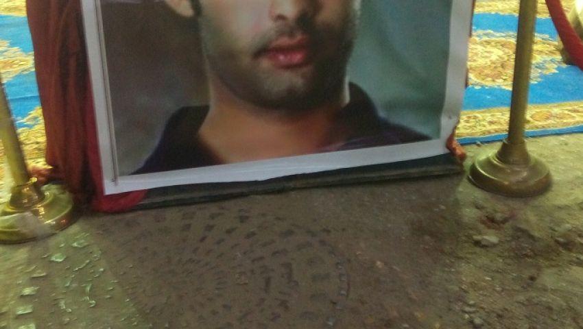 بالصور| عزاء هيثم أحمد زكي فى الزقازيق.. وهكذا علقت العائلة على رحيله