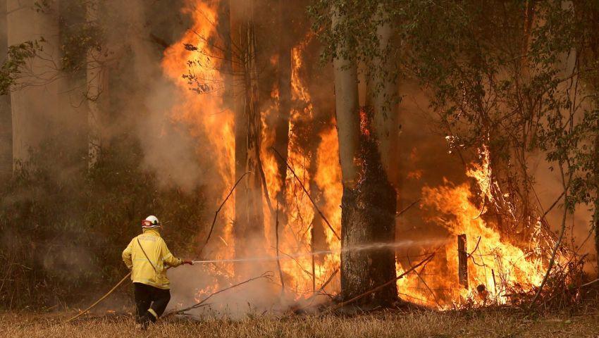 كيف غيّر كورونا قواعد إطفاء الحرائق؟.. «أسوشيتد برس» تجيب