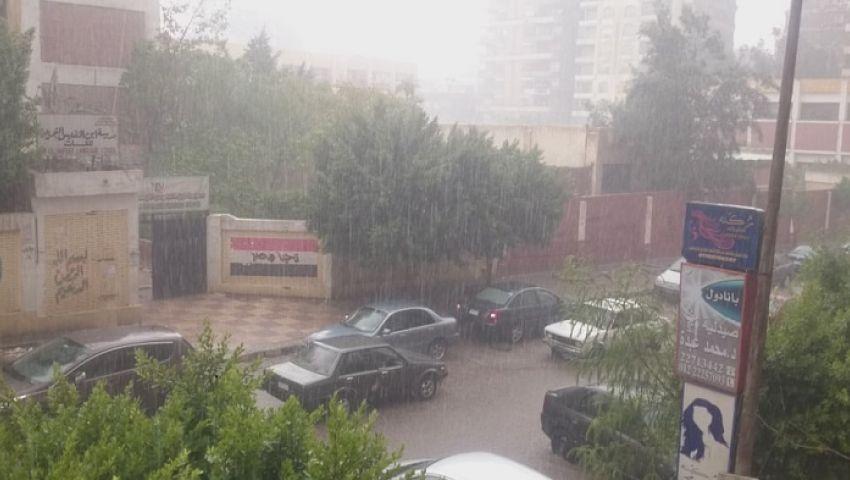 صور| أمطار كثيفة بالقاهرة والجيزة.. وانخفاض ملحوظ بدرجات الحرارة
