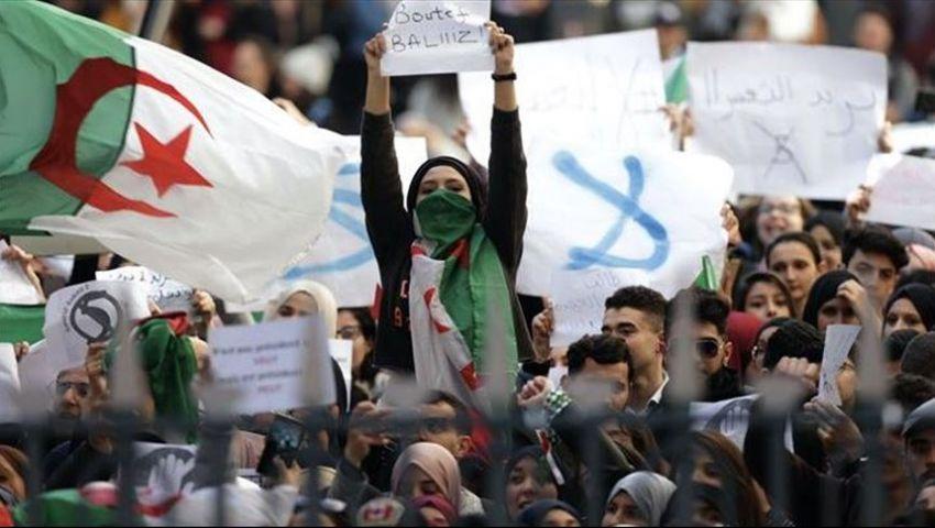 آلاف الطلاب يتظاهرون بالجزائر ضد رموز نظام بوتفليقة
