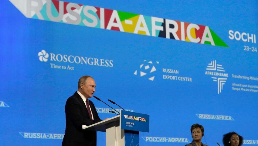 روسيا وأفريقيا.. هل ينجح بوتين في اقتحام القارة السمراء بميزانية هزيلة؟