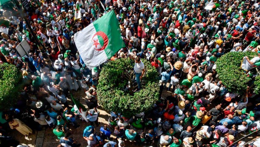 جارديان: بعد 6 أشهر من الاحتجاجات .. الجزائر في طريق مسدود