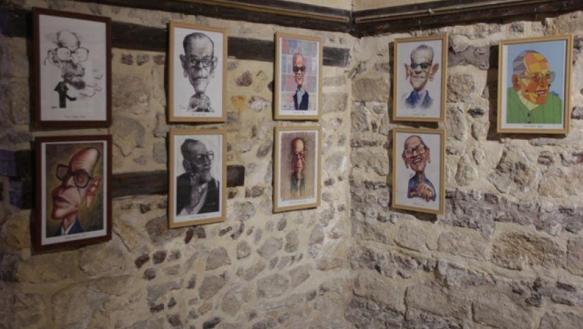 بالصور| في الافتتاح.. أديب نوبل يُزين جدران الملتقى الدولي السادس للكاريكاتير