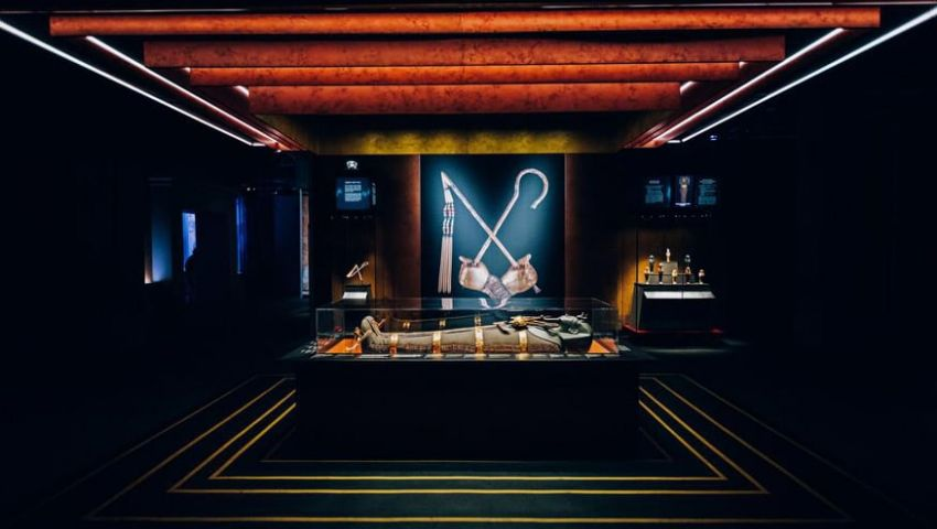 بالصور| تعرف على مقتنيات «توت عنخ أمون» بمعرض «كنوز الفرعون» في باريس